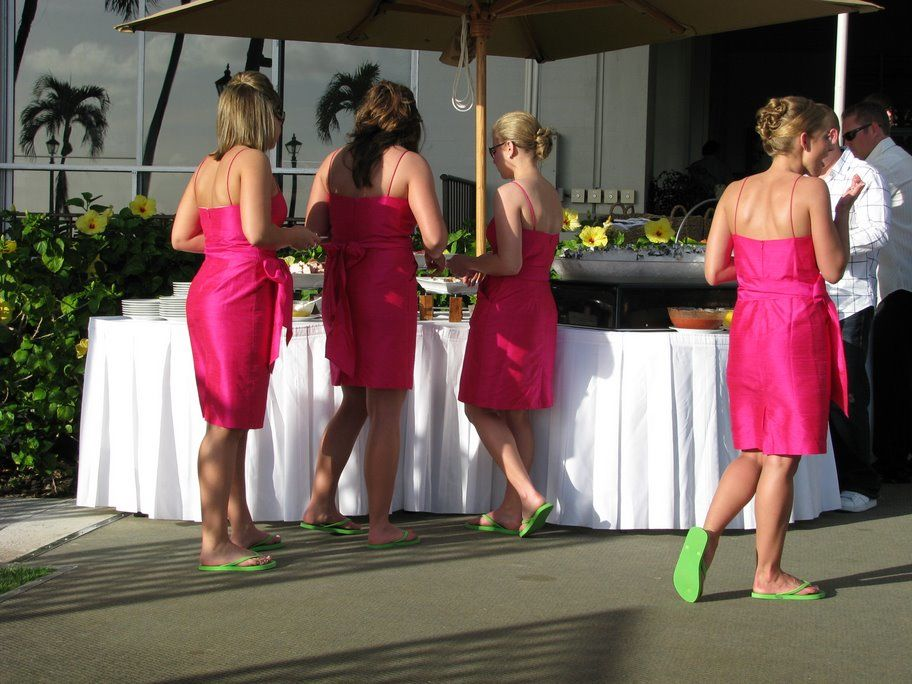 BRIDESMAIDS IN FLIP FLOPS