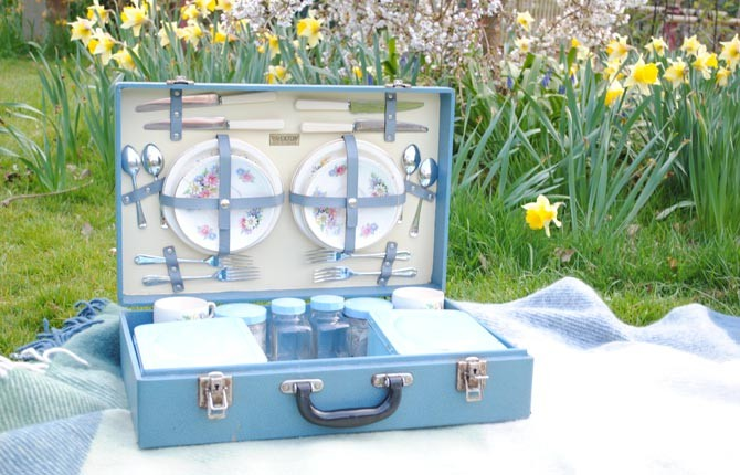 BLUE PICNIC BASKET