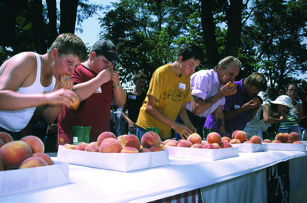 PEACH EATING CONTEST