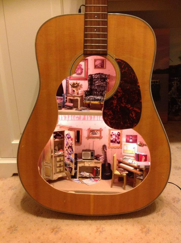 GUITAR DOLLHOUSE