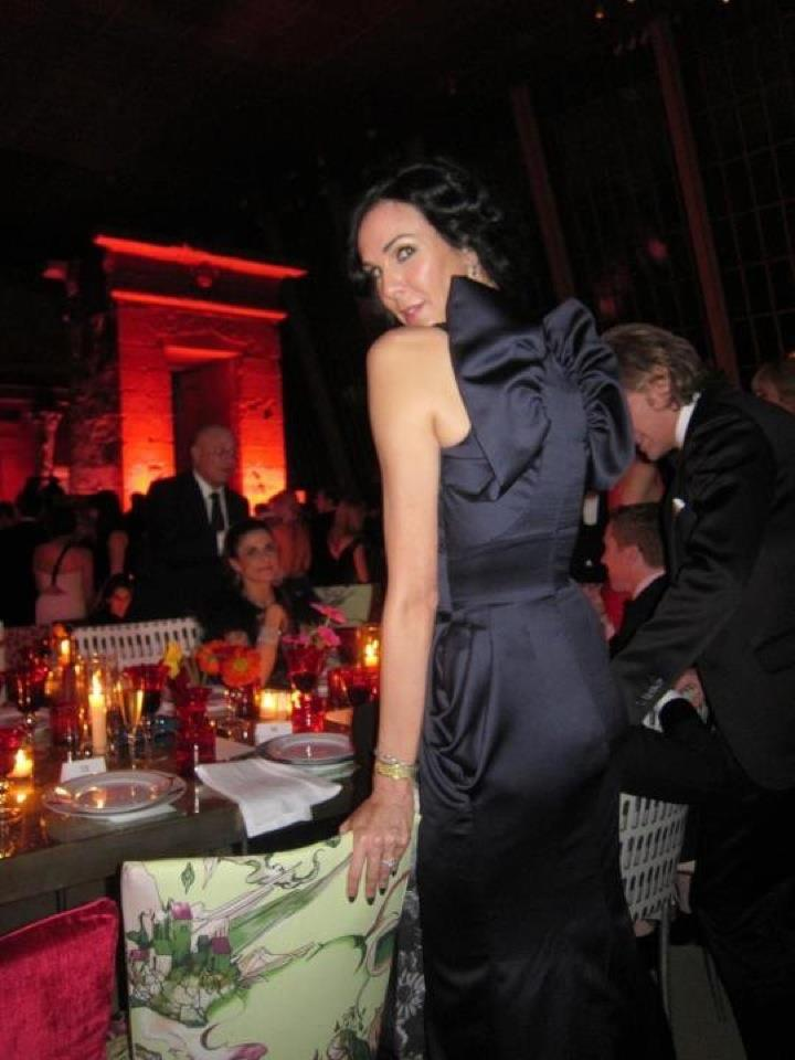 LWREN SCOTT BEHIND